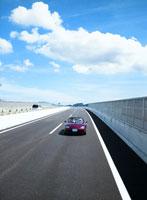高速道路を走る自動車 11004007216  写真素材・ストックフォト・画像・イラスト素材 アマナイメージズ