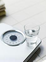 体重計の上の一杯の水
