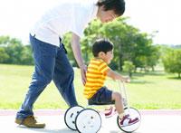 公園の日本人の親子
