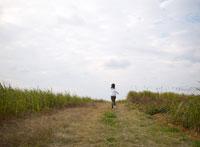 走る日本人女性