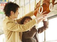 荷台と日本人カップル