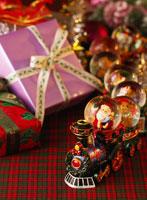 クリスマスのプレゼント 11004015482| 写真素材・ストックフォト・画像・イラスト素材|アマナイメージズ