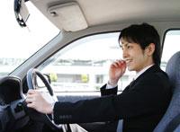 車を運転するビジネスマン 11004021459  写真素材・ストックフォト・画像・イラスト素材 アマナイメージズ
