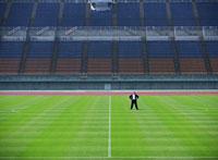 競技場とビジネスマン