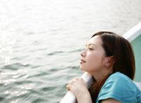 ボートの上の女性