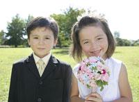 笑顔の外国人の子供二人