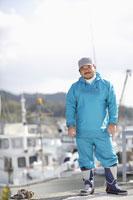 作業服を着た男性 11004029828| 写真素材・ストックフォト・画像・イラスト素材|アマナイメージズ