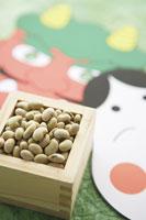 鬼とお多福のお面と枡に入れた豆