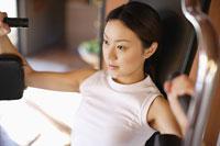 フィットネスをする日本人女性 11004030825| 写真素材・ストックフォト・画像・イラスト素材|アマナイメージズ