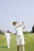 ゴルフ場の女性達 11004032722| 写真素材・ストックフォト・画像・イラスト素材|アマナイメージズ