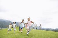 ゴールに向かって走る子供達