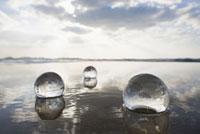水の中のガラスの球体