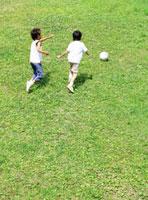 サッカーをする男の子達