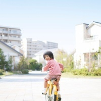 自転車に乗る日本人女の子