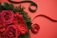 バラとガーベラ 11004100891| 写真素材・ストックフォト・画像・イラスト素材|アマナイメージズ