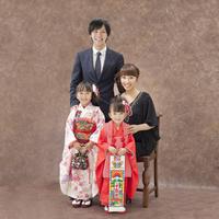 七五三の姉妹と父母