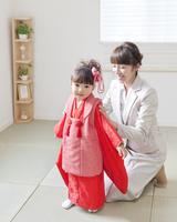 着物姿の娘と母親
