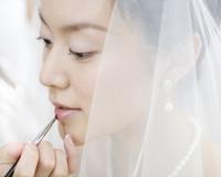 メイクをする花嫁