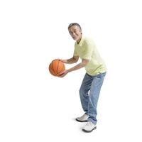 バスケットボールを持つ中高年男性 11004104738| 写真素材・ストックフォト・画像・イラスト素材|アマナイメージズ