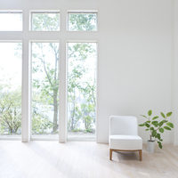窓とソファと観葉植物 11004108362  写真素材・ストックフォト・画像・イラスト素材 アマナイメージズ