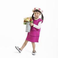 花を持った女の子