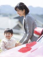 日本人の母と子 11004114950  写真素材・ストックフォト・画像・イラスト素材 アマナイメージズ