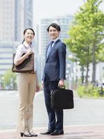 ビジネスマンとビジネスウーマン 11004119380| 写真素材・ストックフォト・画像・イラスト素材|アマナイメージズ