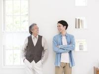 日本人の父と息子 11004119413| 写真素材・ストックフォト・画像・イラスト素材|アマナイメージズ