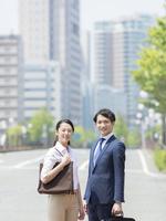 ビジネスマンとビジネスウーマン 11004119422| 写真素材・ストックフォト・画像・イラスト素材|アマナイメージズ