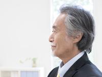 日本人ビジネスマンの横顔 11004119506| 写真素材・ストックフォト・画像・イラスト素材|アマナイメージズ