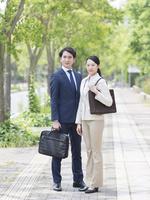 ビジネスマンとビジネスウーマン 11004119531| 写真素材・ストックフォト・画像・イラスト素材|アマナイメージズ