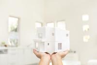 住宅の模型 11004119790| 写真素材・ストックフォト・画像・イラスト素材|アマナイメージズ