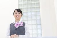 制服姿のビジネスウーマン 11004120623| 写真素材・ストックフォト・画像・イラスト素材|アマナイメージズ