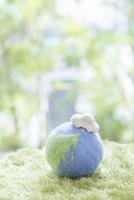 地球儀と自動車 11004120989| 写真素材・ストックフォト・画像・イラスト素材|アマナイメージズ