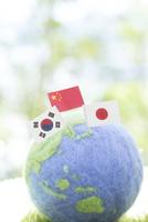 地球儀と国旗 11004121026| 写真素材・ストックフォト・画像・イラスト素材|アマナイメージズ