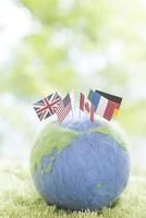 地球儀と国旗 11004121027| 写真素材・ストックフォト・画像・イラスト素材|アマナイメージズ
