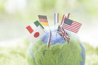 地球儀と国旗