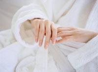 女性の手 11006000347| 写真素材・ストックフォト・画像・イラスト素材|アマナイメージズ