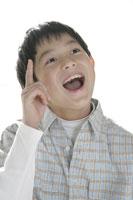 口を開ける男の子 11006001585| 写真素材・ストックフォト・画像・イラスト素材|アマナイメージズ