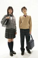 制服姿の男女生徒