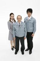 作業服の3人の会社員