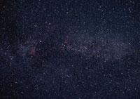 はくちょう座と天の川 11007012786| 写真素材・ストックフォト・画像・イラスト素材|アマナイメージズ