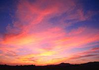 夕焼け 11007018087  写真素材・ストックフォト・画像・イラスト素材 アマナイメージズ