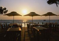 水上レストラン 11007020312  写真素材・ストックフォト・画像・イラスト素材 アマナイメージズ