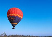 熱気球 11007023515| 写真素材・ストックフォト・画像・イラスト素材|アマナイメージズ