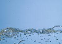 波と気泡 11007031466| 写真素材・ストックフォト・画像・イラスト素材|アマナイメージズ
