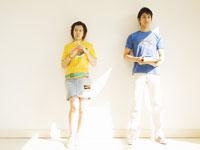 二人の若者 11007033884| 写真素材・ストックフォト・画像・イラスト素材|アマナイメージズ