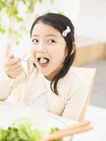 女の子 11007036482| 写真素材・ストックフォト・画像・イラスト素材|アマナイメージズ