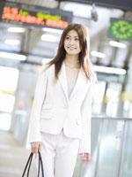 ビジネスウーマン 11007036924| 写真素材・ストックフォト・画像・イラスト素材|アマナイメージズ