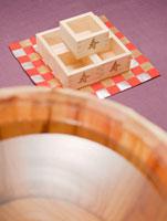 樽酒と枡 11007055901| 写真素材・ストックフォト・画像・イラスト素材|アマナイメージズ